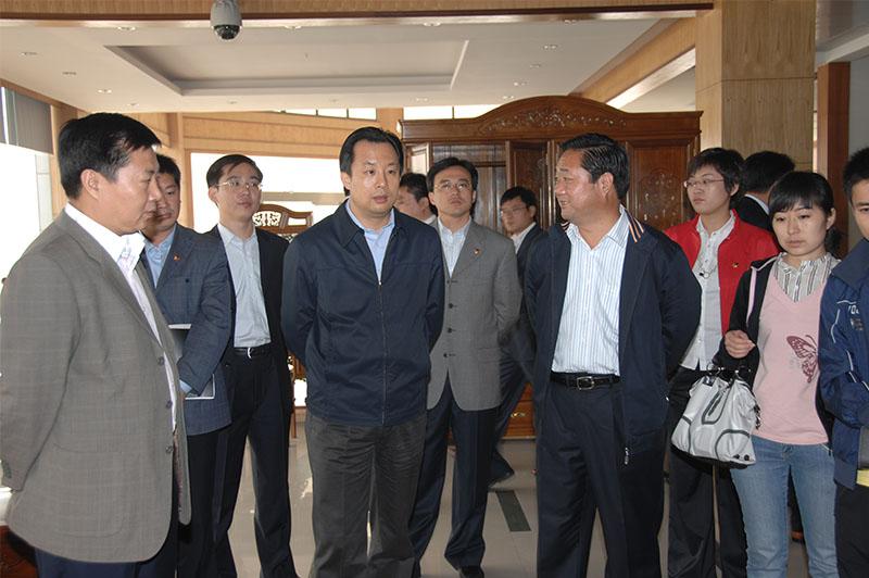 2008共青团中央书记处第一书记陆昊来公司考察