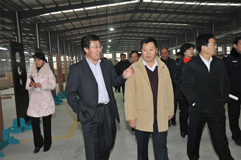 2012年县委书记、县人大常委会主任杜昌伟来企考察