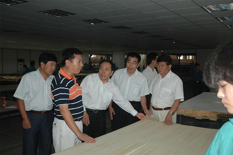 2007年吉林省汪清县考察团县委书记霍学义来企考察